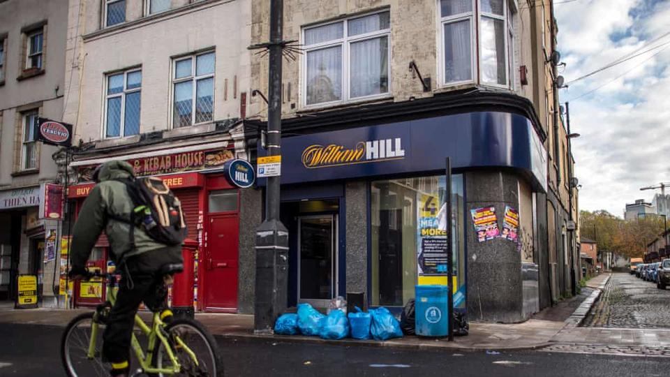 """Gambling firm 888 buys William Hill International in £2.2bn deal The 888 gambling company buys William Hill International for a £ 2.2bn deal Online Casino 888 has officially announced and confirmed the purchase of William Hill International for £ 2.2 Billion. The agreement was seen as part of 888 holdings. 888 have confirmed that it aims to retain 1,400 bookmakers as part of a brick-and-mortar bet for billionaires. William Hill International was previously owned by a Las Vegas-based company called Kesars. Cesari has been the owner of the company since last year when shareholders received a $ 3.7 billion contract. However, the American factory was very open about its indifference to the British-owned company as it was an 87-year-old brand with its high street booking stores and its non-US online operations. Caesars was determined to acquire William Hill's expertise, and he paid in the UK's online gambling industry for £ 2.3bn a year, to justify attacks on the fast-growing US market after a high court overturned a sports ban that had sparked 2018 bets. Lack of interest in anything other than that constructive expansion campaign led to a battle to bid for non-American assets, including Apollo Capital Management and CVC Capital Partners, and 888. 888 confirmed on Thursday that they had won the race to acquire the remaining William Hill and said they were expected to finalize the agreement by early 2022, subject to approval from shareholders. Investors who own 47% of the 888 shares have already agreed to the agreement, either by showing support or non-negotiable commitment, he said. 888 Holdings, founded by Israeli technology entrepreneurs, focuses on playing online casino games but said it had no intention of selling a sports betting game on William Hill highway and has already overturned the move. Itai Pazner, chief executive of 888, said: """"We have seen interest in this export area but we feel that sales are an integral part of William Hill's assets."""" William Hill has """