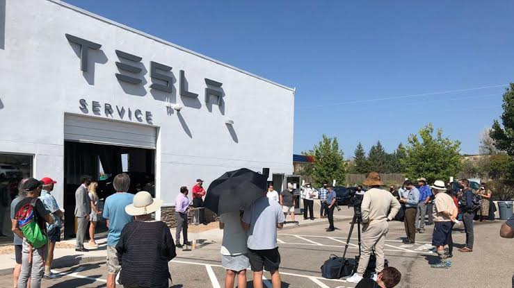 Tesla showroom inside defunct casino? Here's why it's a clever bet